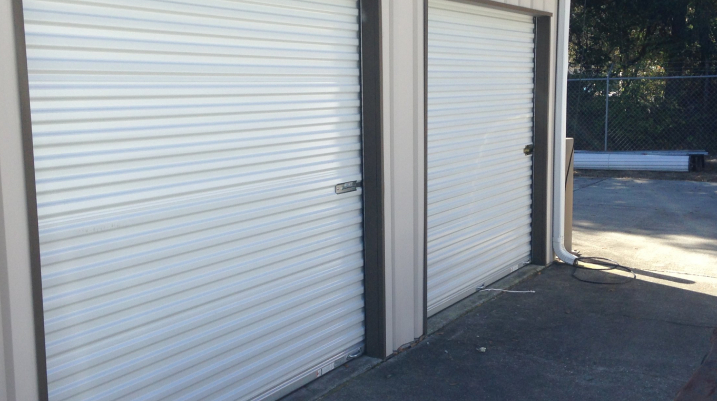 Nine tips to consider before installing a warehouse gate